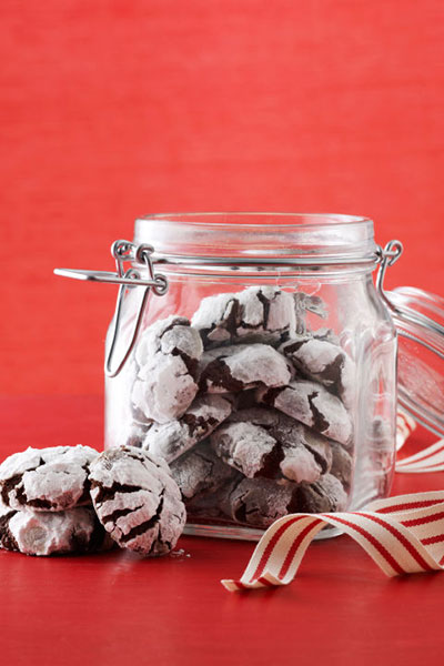 chocolate-crinkle-christmas-cookies