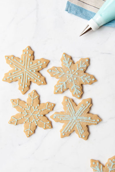 sugar-and-spice-snowflake-cookies