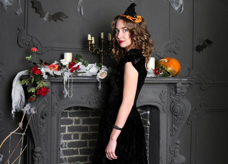 Beautiful-Woman-in-Halloween-Environment