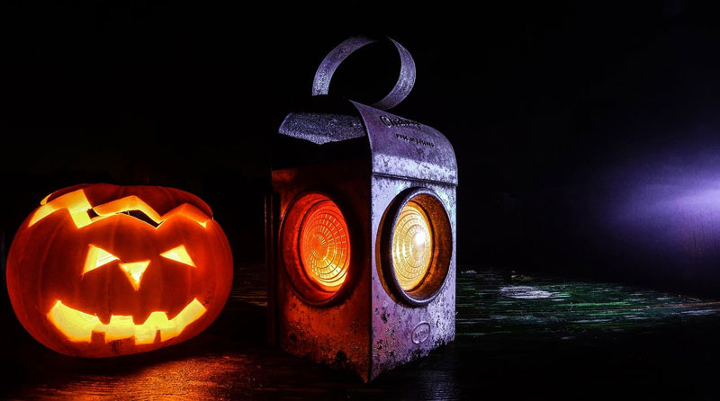 Halloween-Lighting-Pumpkin-Beside-Lamp-Lantern