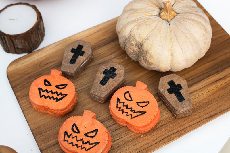 Halloween-Pumpkin-Jack-o-Lantern-With-Coffin-Cookies